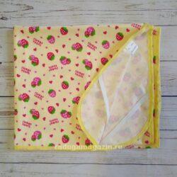 Пеленка непромокаемая с резинками фиксации 70*120см,Клубнички